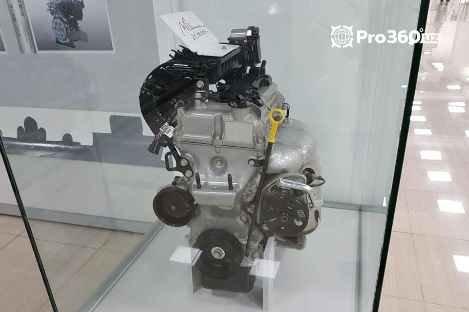 двигатель в машине